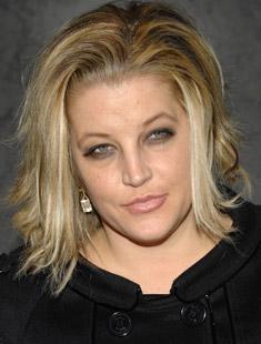 Aos 40, Lisa Marie Presley, �nica filha de Elvis, deu � luz g�meas (06/10/2007)